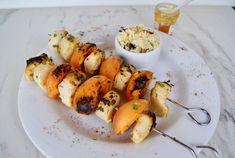 Brochette de poissons aux abricots Barbecue, Shrimp, Chicken, Meat, Food, Sliced Almonds, Seasonal Fruits, Seasonal Recipe, Pisces