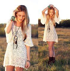 love love love the dreamcatcher necklace