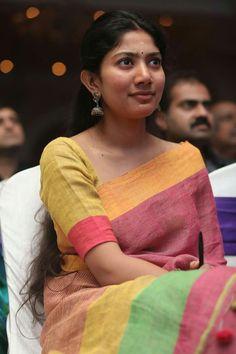 Sai Pallavi Hd Images, Bollywood Music Videos, Anupama Parameswaran, Indian Heritage, Tamil Actress Photos, Indian Beauty Saree, South Indian Actress, Celebs, Celebrities