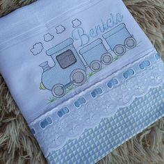 Burp Cloth Diapers, Burp Cloths, Baby Gifts To Make, Cot Sheets, Baby Mickey, Baby Shark, Bibs, Baby Dress, Needlework