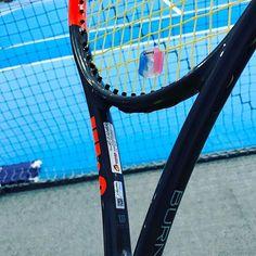 Pinを追加しました!/TGIF! もう土曜だけど、深夜の #修行 なう。 今日は気持ちフォアのグリップ厚くしてみた。 厚い方がスピンはかかりやすいね。 #wilson #burn95cv #tennis