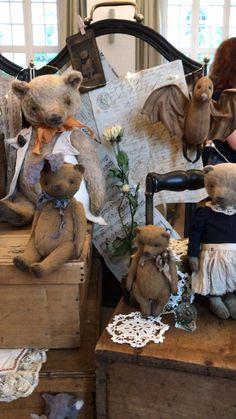Vintage Teddy Bears, Pattern Pictures, Audrey Hepburn, Bunnies, Lion Sculpture, Plush, Crafty, Statue, Couture
