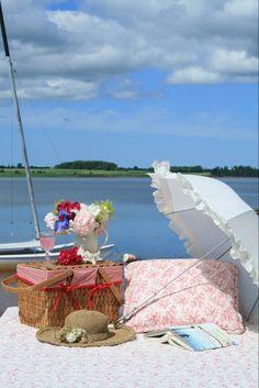 Beach Picnic, Summer Picnic, Porches, Vintage Picnic, Parasols, Romantic Picnics, Picnic Time, Picnic Parties, Company Picnic