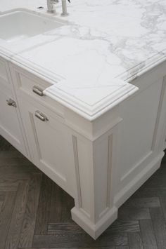 DIY kitchen remodel: edges for the countertops; I love ogee, (with something laminated below,) and EXTRA thick! Fancy Kitchens, Home Kitchens, New Kitchen, Kitchen Decor, Kitchen Ideas, Kitchen Sink, Grey Wood Floors, Diy Kitchen Remodel, Kitchen Remodeling