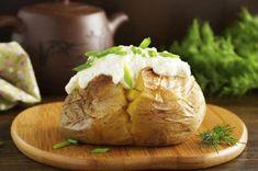 Patatas al horno: 5 recetas que conquistarán a toda la familia Fırın yemekleri Making Baked Potatoes, Stuffed Baked Potatoes, Twice Baked Potatoes, Oven Recipes, Pudding Recipes, Cooking Recipes, Baked Potato Microwave, Whipped Potatoes, Potato Skins
