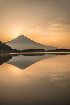 Just before・・ | 自然・風景 > 湖沼の写真 | GANREF