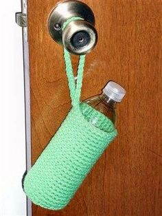 Ravelry: Water Bottle Cover pattern by Terry Heese Crochet Cozy, Quick Crochet, Crochet Gifts, Crochet Yarn, Free Crochet, Dac Diy, Water Bottle Covers, Bottle Holders, Bag Holders