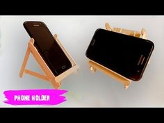 Creative ideas for making phone holders from ice cream sticks Nifty Crafts, Diy Home Crafts, Support Portable, Craft Stick Projects, Diy Phone Stand, Diy Popsicle Stick Crafts, Support Telephone, Hacks Diy, Diy Cleaning Products