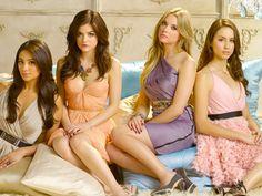Pour les fans de Pretty Little Liars, la série revient aujourd'hui ! Ces 4 jeunes filles possèdent toutes des cheveux longs et volumineux. Pour adopter ce look, rendez-vous sur notre rubrique d'extensions cheveux: http://www.remyhair.fr/3-extensions-cheveux