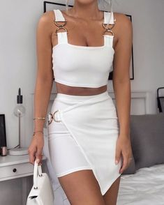 beautiful summer outfits - Street Style Outfits schöne Sommeroutfits Outfits for your summer look. the is in SEE DETAILS Best Casual Outfits, Crop Top Outfits, White Outfits, Mode Outfits, Classy Outfits, Fall Outfits, Fashion Outfits, Beautiful Outfits, Summer Party Outfits