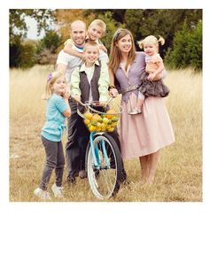 Starting and maintaining a Photography Business - Kristen Duke Photography someday. Family Photo Sessions, Family Posing, Family Portraits, Family Photos, Posing Families, Family Images, Holiday Photography, Photography Business, Family Photography