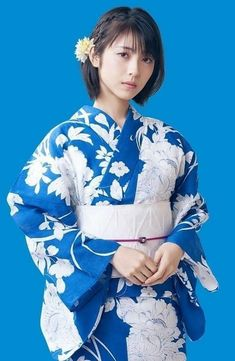 Beautiful Japanese Girl, Japanese Beauty, Asian Beauty, Beautiful Women, Girl Short Hair, Yukata, Japanese Kimono, Bob Hairstyles, Pretty Girls
