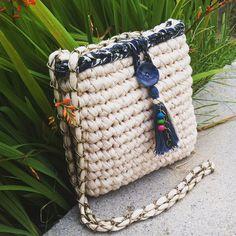 81 Likes 15 Comments Diy Crochet Bag, Crochet Clutch Bags, Crochet Pouch, Crochet Handbags, Crochet Purses, Crochet Yarn, Yarn Bag, Diy Tote Bag, Crochet Teddy