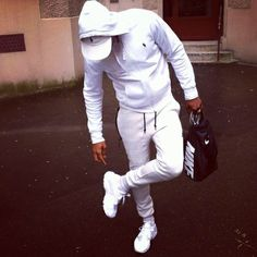 """You can not rock white if your white looks shabby"" - Yo Gotti Follow ...-  - #Genel"