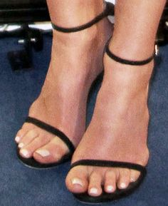 "The actress dialed it down with a pair of Stuart Weitzman ""Nudist"" sandals"