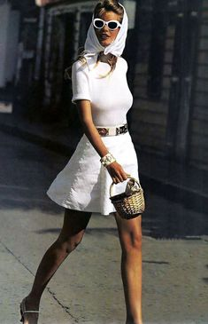 """At Claudia Schiffer Is Still the Ultimate Blonde Bombshell : Claudia Schiffer """"White Washed"""" for US Vogue, January, Claudia Schiffer turns 46 today and she remains an icon of the supermodel era. Fashion Guys, Look Fashion, 90s Fashion, Retro Fashion, Runway Fashion, Fashion Trends, Fashion Vintage, White Fashion, Modern 60s Fashion"""