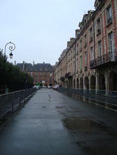 place des vosges Marais Paris Paris Landmarks, Pompidou, I Love Paris, Most Beautiful Cities, Paris Street, Im In Love, The Places Youll Go, Places To Travel, Squares