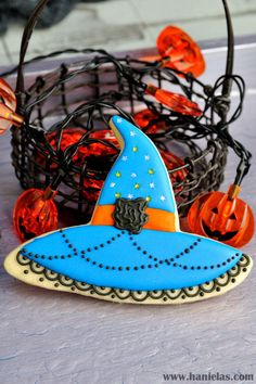 Witch Hat Cookies for Halloween | Cookie Connection