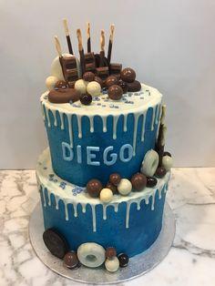 Tarta buttercream con dripp de chocolate blanco. Chocolate Blanco, Chocolate Dipped, Blue Birthday Cakes, Cupcakes, Desserts, Food, Design, Fondant Cakes, Lolly Cake