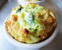 Esse suflê detox de brócolis é muito nutritivo e ajuda a acabar com inchaço, controlar a fome e entrar em forma!  Veja a receita: http://luciliadiniz.com/sufle-de-brocolis-aromatizado-com-limao/
