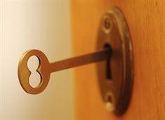 Esta es una llave. Que se utiliza para abrir las puertas