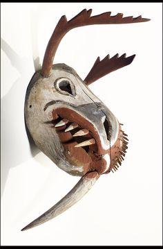 Yupik mask with caribou and walrus features, 1910-1922.  Quelle: nmai.si.edu  #Yupik #masks