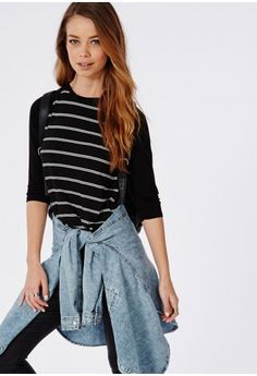 Cropped sleeve style, raglan design and striped monochrome print - Missguided