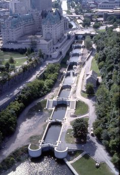 Canal Rideau, through downtown Ottawa, Ontario, Canada - with the Chateau…