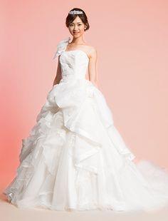 ウエディングドレス、高品質な結婚式ドレスならW by Watabe Wedding / プリンセスライン・ウエディングドレス・プリーツチュール・ソフトオーガンジー・リボン