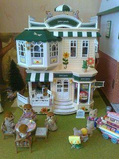 Calico Critters Families, Critters 3, Diy Dollhouse, Dollhouse Miniatures, Sylvania Families, Barbie Doll Set, Family World, Doll House Plans, Vintage Teddy Bears