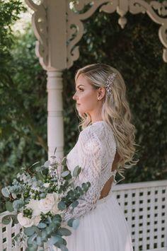 Modern Styled Shoot with a Classic Twist | Intimate Weddings - Small Wedding Blog - DIY Wedding Ideas for Small and Intimate Weddings - Real Small Weddings #intimatewedding #styledshoot #bridalinspiration #weddingideas #weddinghair #bridalhair