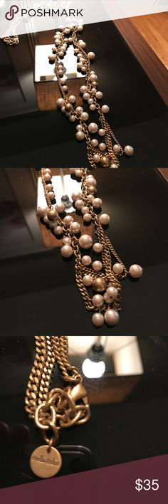EUC gold/pearl Stella & Dot necklace This is a really pretty gold / pearl necklace!  Great for work or fun!! It is gorgeous!! 🚫 no trades 🚫.  Willing to consider any reasonable offers!! Stella & Dot Jewelry Necklaces