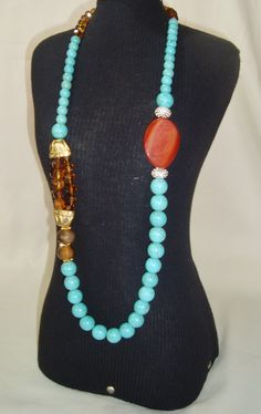 lindo colar com pedras naturais ,turquesas,cristais e jaspe vermelho e quartzo fumê.