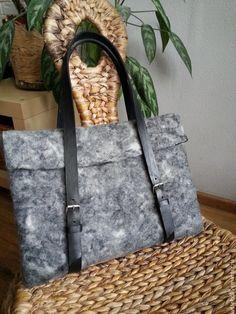 Купить сумка для ноутбука - серый, сумка валяная, для ноутбука, кожаные ручки, черная кожа