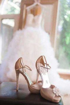 Gelinliklerde de farklı tonlar ve farklı renklerde gelin ayakkabıları moda!...