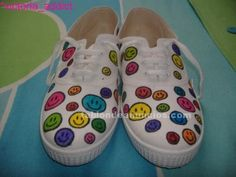 Foto de Vendo zapatillas pintadas a mano Hand Painted Shoes, Painted Clothes, Diy Converse, Sharpie Shoes, Shoe Crafts, Funky Shoes, Bazaar Ideas, Fabric Markers, Shoe Art