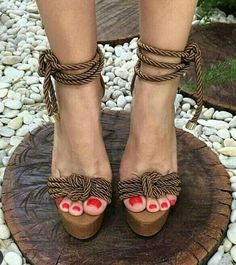 Eres la dueña de tus decisiones, de tus sandalias y de tu esmalte @fashion4lifestyles