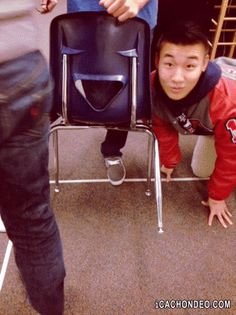 This guy impersonating a chair. | 35 GIFs Of Individuals Who Really Did Nail It