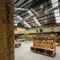 serrano-+-baquero-arquitectos-raccoon-games-shop-interior-seville-designboom-02