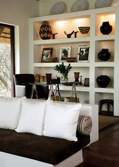 Clean and Care Garden Furniture - Afrocentric Style Decor - Design centered on African Influenced Elements - Well maintained and maintained garden furniture not only looks more attractive, but also lasts much longer. African Interior Design, Decor Interior Design, Interior Decorating, Interior Ideas, Decorating Ideas, Home Living, Living Room Decor, Dining Room, Deco Ethnic Chic