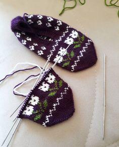 Image may contain: 1 person Baby Knitting Patterns, Baby Patterns, Hand Knitting, Viking Tattoo Design, Viking Tattoos, Knitted Baby Clothes, Knitted Hats, Moda Emo, Piercings