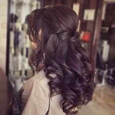 Wavy Side-Part Hairstyle - 60 Super Chic Hairstyles for Long Faces to Break Up the Length - The Trending Hairstyle Quince Hairstyles, Chic Hairstyles, Wedding Hairstyles, Party Hairstyle, Updos Hairstyle, Bridal Hairstyle, Style Hairstyle, Short Hairstyle, Hairstyle Ideas