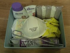 Fun gift for the coming mother and father that do not look forward to change daipers! The gift contains showergel, zinc ointment, rubber glows, mask, daipers, sausage pinch, cloths and lavender spray. MN