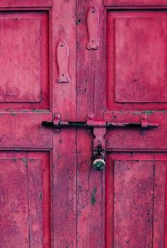 Doors, door knobs and door knockers are a great way to make a first impression to your home. They come in a variety styles and finishes. Cool Doors, The Doors, Windows And Doors, Pink Love, Pretty In Pink, Hot Pink, Bright Pink, Bright Colors, Spa Colors
