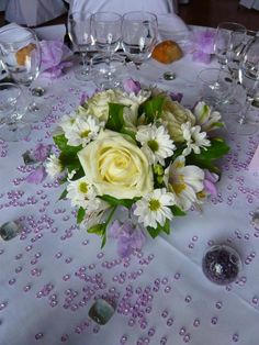 Pin by rouge lelutin on mariage seb pinterest Centre de table mariage fleurs