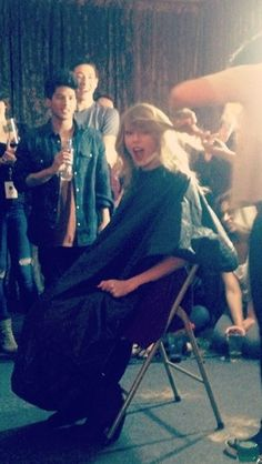 Taylor getting her hair cut!