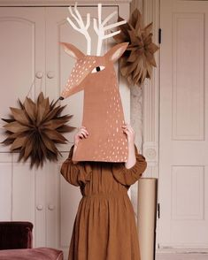cardboard deer head Merrilee Liddiard (mer_mag) photos and videos Noel Christmas, Christmas Crafts, Christmas Decorations, Xmas, Cardboard Deer Heads, Diy Cardboard, Diy For Kids, Crafts For Kids, Reindeer Head