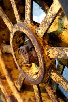 Rust http://moonlightrainbow.tumblr.com/post/19167474512/rusticmeetsvintage-by-awildernessgirl
