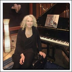 Carole King: A&M Studios, Los Angeles, CA. Piano For Sale, Carole King, Pop Hits, Billboard Hot 100, Hottest 100, Pop Singers, American Singers, Music Instruments, Female