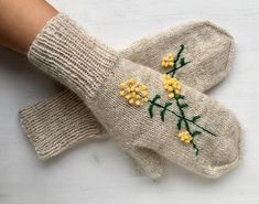 Knit fancywork mittens, Knit fancywork gloves, Knitted mittens with embroidery, Knit Arm warmers, Wo Fingerless Gloves Knitted, Knit Mittens, Knitting Socks, Baby Knitting, Knitted Baby Blankets, Wrist Warmers, Knitting Accessories, Looks Style, Fancy